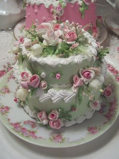 (2TGC) COTTAGE ROSE DECORATED 2 TIER FAKE CAKE CHARMING!!!
