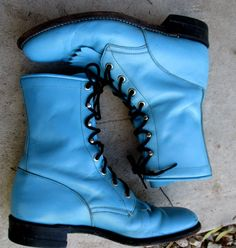 Vintage JUSTIN Robin's Egg Blue Granny Boots Size 7 1/2 B Ankle Lace Up Boots Cowgirl Western Distressed Leather Ropers