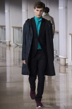 See the complete Hermès Fall 2016 Menswear collection.