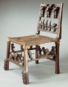 Africa   chair from the Chokwe people of  Kasaï, DR Congo   Wood and animal skin   ca. 1913