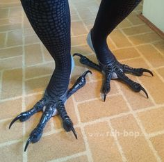 """rah-bop: """" Bird Feet Tutorial I made these feet for my kenku costume. Here are instructions on how to make your own! Weiterlesen """""""