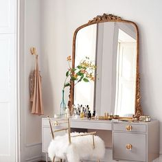 Save this for gorgeous makeup vanity organization inspiration.