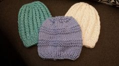 Wow!!! Super faciles d hacer !!! Baby boy beanie's. by Zues!