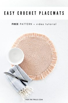 Looking for a new hobby? Learn to crochet with these easy boho placemats. The fr. - Looking for a new hobby? Learn to crochet with these easy boho placemats. The free crochet pattern c - Quick Crochet, Crochet Round, Learn To Crochet, Crochet Placemat Patterns, Placemat Diy, Boho Crochet Patterns, Crochet Edgings, Crochet Dishcloths, Crochet Doilies