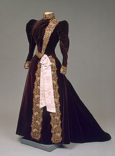 Dress of Empress Maria Fyodorovna ,   1890s   France, House of Worth.  Photo of the empress in this gown on this board.