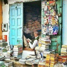 Last century to love books I Love Books, Books To Read, Reading Art, Reading Books, Book Aesthetic, World Of Books, Old Books, Book Nooks, Library Books
