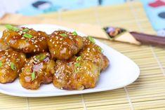 Un rico y fácil pollo hecho con verduras, salsas orientales y ajonjolí.  La receta original está hecha en un wok pero si no tiene lo puede hacer en un sartén.