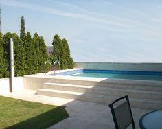 Escalones para acceder a la piscina