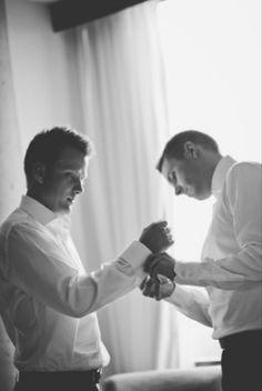 groom getting ready ellaphotography.ca