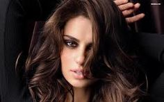 Catrinel Menghia (Rumania, 1985, 1,75m) Hair color: cark brown / Eye color: brown / Measurements: 89-61-89 (35-24-35) / Dress size: 4 (US) / Manager: Next Models / Website: www.catrinelmenghia.ro