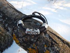 Thin leather bracelet with metal beads black by RozaBracelets