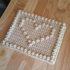 thegirllovesyarn crochet bobble heart square See other ideas and pictures from the category menu…. Faneks healthy and active life ideas Crochet Motifs, Granny Square Crochet Pattern, Crochet Squares, Filet Crochet, Crochet Stitches, Crochet Granny, Crochet Home, Diy Crochet, Crochet Baby