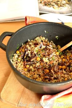 Rice with chick peas, spices and raisins, according to Yotam Ottolenghi - Yummy Food Recipes Veg Recipes, Healthy Salad Recipes, Indian Food Recipes, Vegetarian Recipes, Cooking Recipes, Ethnic Recipes, Yotam Ottolenghi, Batch Cooking, Healthy Cooking