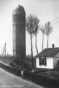 De watertoren toen nog midden in de polder, hier ben ik tijdens mijn middelbare schooltijd heel wat keren langs gefietst door weer en wind..