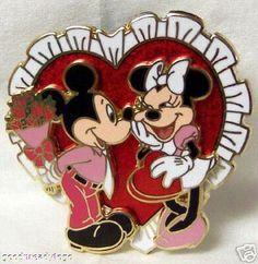 DISNEY MICKEY MINNIE VALENTINE HEART '06 3D PIN NEW ON CARD $23.99