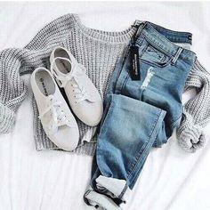 ไอเดียแมทช์ 'กางเกงยีนส์ขายาว & เสื้อแขนยาว' รับลมหนาวแบบชิค คูล ดูดีเวอร์