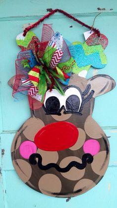 Festive Funky Reindeer door hanger Christmas door by paintchic Crafts To Sell, Home Crafts, Diy Crafts, Christmas Door, Merry Christmas, Xmas, Reindeer Head, Burlap Projects, Wooden Door Hangers