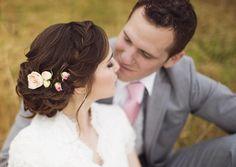 Un chignon flou sur le côté ou plutôt des cheveux lâchés bouclés? Une queue-de-cheval basse ou des tresses bohèmes? La coiffure mariage cheveux longs est ..