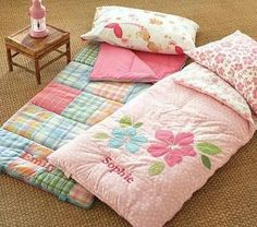 a pretty, pink indoor sleeping bag! These are adorable.and so summery. Fun To Make For Your Kids & GrandKids & All Friends . Quilt Baby, Sewing For Kids, Baby Sewing, Quilting Projects, Sewing Projects, Fabric Crafts, Sewing Crafts, Diy Crafts, Diy Pour Enfants