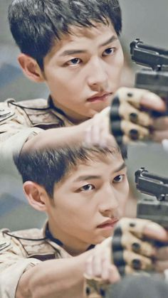 Song Joong-ki as Yoo Shi-jin Descendants of the sun Song Joong-ki as Yoo Shi-jin Descendants of the sun Song Hye Kyo, Daejeon, Korean Actresses, Korean Actors, Korean Dramas, Song Joong Ki Dots, Soon Joong Ki, Decendants Of The Sun, Bride Of The Water God