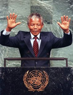 While in New York City, Nelson Mandela urged the United Nations to maintain sanctions against South Africa until apartheid was abolished. His speech was met with great applause. Apartheid, Nelson Mandela Prison, African National Congress, Plus Belle Citation, Visit New York City, First Black President, Visiting Nyc, Black Presidents, Nobel Peace Prize