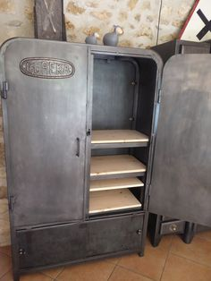 1000 id es sur le th me armoires de garage sur pinterest garage rev tement - Armoire industrielle ancienne ...
