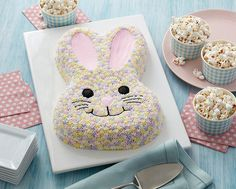 Pastel Bunny Cake How To http://learn.walmart.com/m/Cook/Articles/Wilton_Easter/Pastel_Bunny_Cake_How_To/31065/