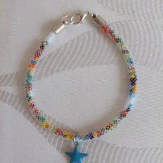 Bracelet résille blanche, perles de rocaille multicolore