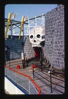 Fair Rides, Haunted Attractions, Wax Museum, Dark, Classic, House, Google Search, Home, Haus