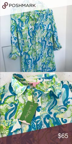 """NWT Lilly Pulitzer Captiva Island Tunic Dress NWT Lilly Pulitzer Captiva Tunic in a gorgeous resort white crystal mini print. Gold button top with two gold button pockets, this versatile piece can be worn as a casual dress, tunic, or as a beach/boat/pool cover up. Flattering fit and light material, perfect for a sunny day. Approximately 34"""" length with 40"""" bust. Sale only please. Lilly Pulitzer Tops Tunics"""