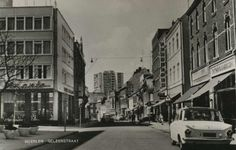 Geleenstraat met op de hoek boekhandel Winants (sinds 1939) en sinds 1953 op deze locatie.