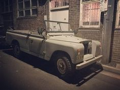 It doesn't need a roof rack but it's a great example of the marque! It's amazing the gems you find when you scratch the surface and delve into the backstreets. It's Amazing, Awesome, Automobile, Land Rover Series 3, Off Roaders, Old Classic Cars, Roof Rack, Cars Motorcycles, Antique Cars