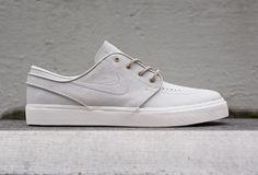 Découvrez la Nike SB Janoski 'Light Bone' (collection printemps 2015), une sneaker en cuir beige. Elle est disponible pour 100 euros.