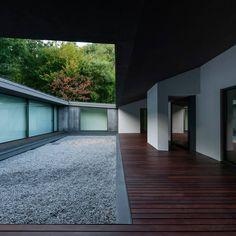 Casa NP (NP House) 2013 - Concluída Vista a partir do patio para norte   photo © #ArménioTeixeira design © #NOARQ, #JoséCarlosNunesdeOliveira