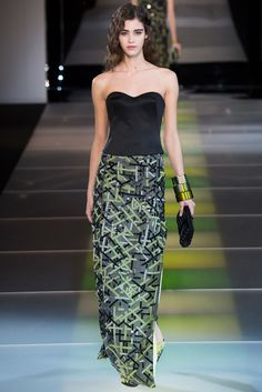See the complete Giorgio Armani Fall 2014 Ready-to-Wear collection.