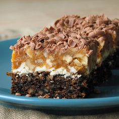 caiet cu retete: Prajitura Snickers Romanian Desserts, Something Sweet, Tiramisu, Biscuits, Sweet Treats, Food And Drink, Sweets, Homemade, Healthy
