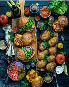 🍔🍟Burger night🍟🍔Tag someone who loves burguers😋 . Burger Night, Burger Toppings, Cooking Recipes, Healthy Recipes, Food Platters, Food Presentation, Food Inspiration, Love Food, Food Photography
