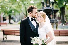 Bride and groom portrait park / Portrait des mariés parc.