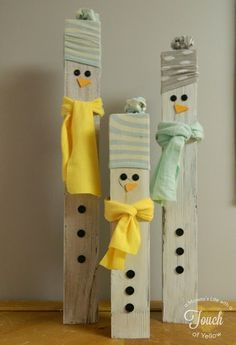 A mommy's life.with a touch of YELLOW: Fence Post Snowmen instructions (use leftover wood from deck? Christmas Snowman, Winter Christmas, All Things Christmas, Christmas Holidays, Christmas Decorations, Father Christmas, Halloween Decorations, Christmas Wreaths, Christmas Projects