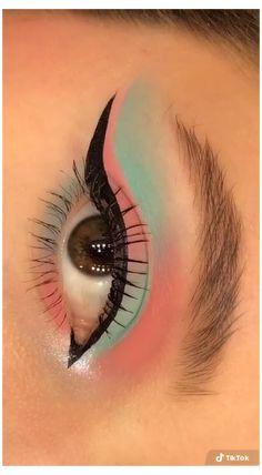 Edgy Makeup, Makeup Eye Looks, Eye Makeup Art, Smokey Eye Makeup, Skin Makeup, Eyeshadow Makeup, Crazy Eyeshadow, Disney Eye Makeup, Creative Eye Makeup
