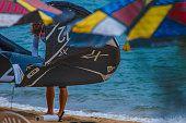 Perquê praia em Ilhabela, Brasil, dia ensolarado e quente.
