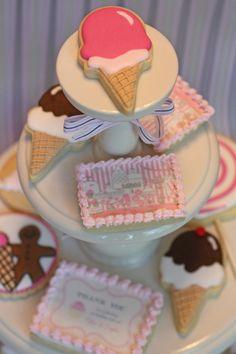 Vintage ice cream party - the ice cream cone cookies Ice Cream Cookies, Fancy Cookies, Iced Cookies, Cute Cookies, Royal Icing Cookies, Cupcakes, Cupcake Cookies, Cookies Decorados, Galletas Cookies