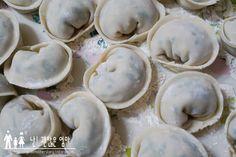 고기만두만들기! 만둣속 황금레시피 Korean Food, Stuffed Mushrooms, Food And Drink, Vegetables, Cooking, Stuff Mushrooms, Kitchen, Korean Cuisine, Vegetable Recipes