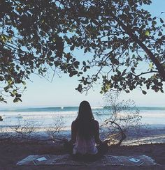 Surf check + meditation. #perfectmorning #costarica #meditate @yogawithjasmine #laviebohemeyoga