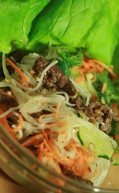 Bún bò Nam Bộ – Vietnamese vermicelli with grilled beef (Southern style) Pork Recipes, Asian Recipes, Healthy Recipes, Ethnic Recipes, Healthy Foods, Yummy Recipes, Diet Recipes, Marinated Beef, Grilled Beef