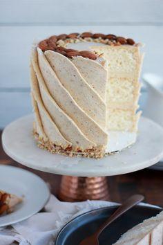 Just Desserts, Delicious Desserts, Dessert Recipes, Foto Pastel, New Cake, Almond Cakes, Cake Flavors, Pretty Cakes, Let Them Eat Cake