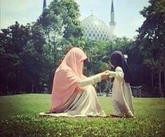Niqabi mum♥          ~Amatullah♥