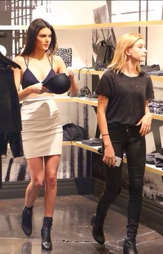 24/11/14 - Hailey Baldwin shopping in Beverly Hills with Kendall Jenner
