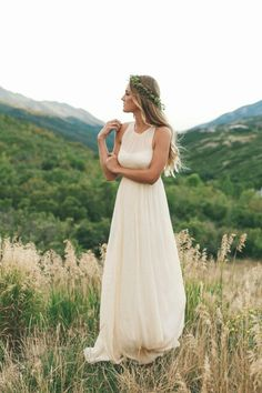 Love this wedding dress. So simple yet so beautiful.