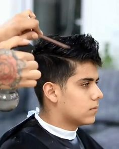 Hair Cutting Videos, Hair Cutting Techniques, Cool Hairstyles For Men, Hairstyles Haircuts, Trendy Haircuts For Men, Short Hair Hairstyle Men, Mens Undercut Hairstyle, Short Undercut, Undercut Men